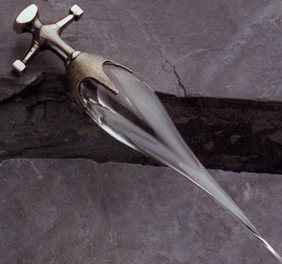 10366d3c5b562515d6dd536d1263dd42--glass-dagger-push-dagger (1)